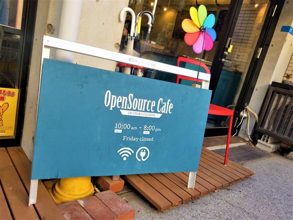 Panneau à l'entrée de l'OSS Cafe